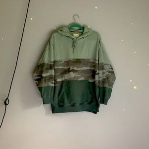 American Eagle jegging fit camo (ish) hoodie